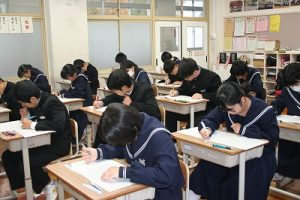 期末テストの様子の写真
